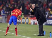 <p>Técnico espanhol Vicente del Bosque conversa com Jesus Navas durante vitória por 2 x 0 sobre Honduras pela Copa do Mundo. REUTERS/Marcelo Del Pozo</p>