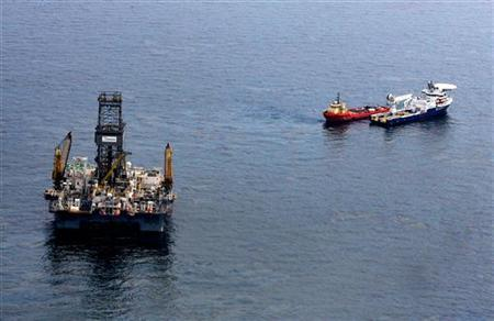 Oil floats on the surface of the Gulf of Mexico around the Transocean Development Driller III, which is drilling a relief well, at the site of the Deepwater Horizon oil spill in the Gulf of Mexico in this June 2, 2010 file photo. REUTERS/Sean Gardner
