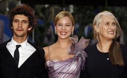"""<p>Diretora Jane Campion (dir) com atores Abbie Cornish e Ben Wishaw na exibição do filme """"Brilho de uma Paixão"""" no Festival de Cannes de 2009. O filme estreia neste final de semana em circuito nacional. 15/05/2009 REUTERS/Jean-Paul Pelissier</p>"""