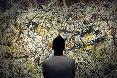 <p>A Tehran Art University student looks at a painting by 20th century U.S. artist Jackson Pollock at Tehran's Museum of Contemporary Art June 19, 2010. REUTERS/Morteza Nikoubazl</p>