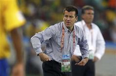 <p>Técnico Dunga reage durante partida contra Portugal, pelo Grupo G da Copa do Mundo, que terminou em empate em 0 x 0 em Durban. REUTERS/Kai Pfaffenbach</p>
