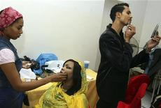 <p>A Sudanese model receives final touch-ups backstage during Sudan's first mixed-gender fashion show in the capital Khartoum, June 25, 2010. REUTERS/Stringer</p>