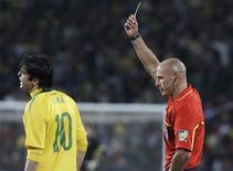 <p>Em três jogos, Kaká levou três cartões amarelos: jogador preocupa Dunga. REUTERS/Paulo Whitaker</p>