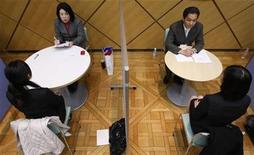 <p>Women (front) in suits take part in a workshop to practise their skills in job interviews in Tokyo January 31, 2009. REUTERS/Yuriko Nakao</p>