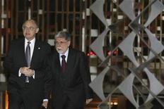 <p>O ministro de Relações Exteriores do Brasil, Celso Amorim (dir), recebe seu colega argentino Hector Timerman no Itamaraty antes de reunião em Brasília. 30/06/2010 REUTERS/Stringer</p>