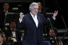 <p>Spanish tenor Placido Domingo performs during a free concert in front of the Angel of Independence Monument in Mexico City December 19, 2009. REUTERS/Eliana Aponte</p>