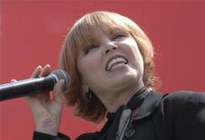 <p>Pat Benatar performs at the Entertainment Industry Foundation's Revlon Run/Walk for Women held in Los Angeles, California May 12, 2007. REUTERS/Phil McCarten</p>