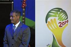 <p>O ex-atacante Romário participa em Johanesburgo de lançamento do logotipo do Brasil para a Copa do Mundo de 2014. REUTERS/Radu Sigheti</p>