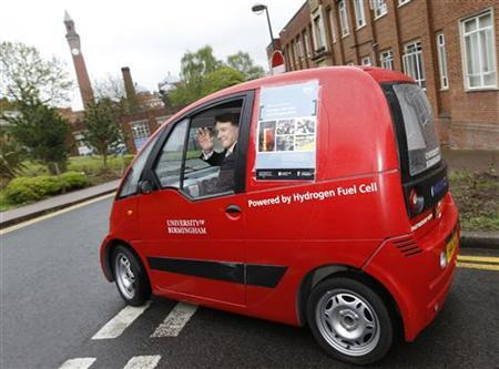 Britain's Business Secretary Peter Mandelson is driven in a hydrogen fueled car at the University of Birmingham, central England, April 29, 2010. REUTERS/Darren Staples