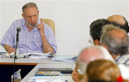 Former Cuban leader Fidel Castro speaks with members of the Centre of World Economic Investigations (CIEM) during a visit in Havana July 13, 2010. REUTERS/Alex Castro