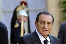<p>Egyptian President Hosni Mubarak leaves the Elysee Palace in Paris following a meeting with France's President Nicolas Sarkozy, July 5, 2010. REUTERS/Philippe Wojazer</p>