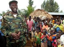 <p>Thomas Lubanga, leader of Congo's UPC rebel group (Union of Congolese Patriots) talks to villagers, June 5, 2003. REUTERS/Antony Njuguna</p>