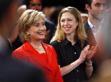 Secretary of State Hillary Clinton is applauded by her daughter Chelsea (R) after arriving at the Clinton Global Initiative in New York September 25, 2009. REUTERS/Chip East