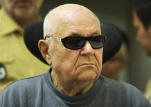 <p>Accused Nazi death camp guard John Demjanjuk arrives in a courtroom in Munich June 15, 2010. REUTERS/Christof Stache/Pool</p>