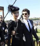 <p>Модель Миранда Керр и актер Орландо Блум на праздновании Дня Донкастера в Сиднее 26 апреля 2008 года. Австралийская супермодель Миранда Керр вышла замуж за голливудского актера Орландо Блума, спустя месяц после того как пара объявила о помолвке. REUTERS/Patrick Riviere</p>