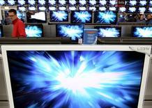 <p>Un organe de règlements des litiges de l'Organisation mondiale du commerce (OMC) estime que l'Union européenne ne peut pas imposer de taxes sur les écrans plats, les imprimantes multifonctions et les boîtiers reliés à la télévision en provenance des Etats-Unis, du Japon et de Taïwan. /Photo d'archives/REUTERS/Arnd Wiegmann</p>