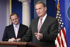<p>Imagen de archivo del asesor de seguridad nacional del presidente Obama, Jim Jones, hablando desde la Casa Blanca en Washington. Mayo 6 2009. REUTERS/Kevin Lamarque /ARCHIVO</p>