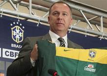 <p>Mano Menezes tomou posse como técnico da seleção brasileira nesta segunda-feira. 26/07/2010 REUTERS/Sergio Moraes</p>