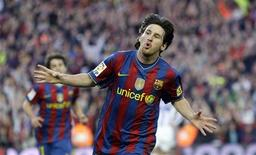 <p>Barcelona's Lionel Messi celebrates a goal against Valladolid during their Spanish first division soccer match at Camp Nou stadium in Barcelona May 16, 2010. REUTERS/ Albert Gea</p>