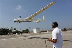 <p>An Israel Aerospace Industries (IAI) instructor controls a drone at the coastal Ein Shemer air base near Hadera July 26, 2010. REUTERS/Nir Elias</p>