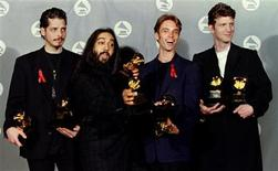 "<p>Members of the group 'Soundgarden' pose with the Grammy Award they received for Best Metal Performance for ""Spoonman"" at the 37th Annual Grammy Awards in Los Angeles, March 1, 1995. REUTERS/Fred Prouser</p>"