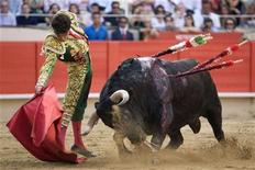 <p>Spanish bullfighter Jose Tomas performs a pass to a bull during a bullfight at Monumental bullring in Barcelona, July 5, 2009. REUTERS/Carlos Cazalis</p>