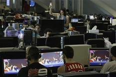 <p>Foto de archivo de integrantes de la fiesta de computación y videojuegos Campus Party en Valencia, España, jul 29 2010. Los adolescentes que pasan cantidades de tiempo excesivas en internet son una vez y media más propensos a desarrollar depresión que los usuarios moderados, descubrió un estudio en China. REUTERS/Heino Kalis</p>