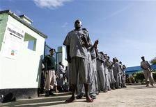 <p>Prisoners queue to vote in the Kenyan port city of Mombasa, August 4, 2010. REUTERS/Joseph Okanga</p>