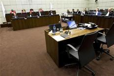 """<p>Зал Специального суда Сьерре-Леоне, Нидерланды 5 августа 2010 года. Британская супермодель Наоми Кэмпбелл, проходящая в качестве свидетеля по делу о """"кровавых алмазах"""" экс-президента Либерии Чарльза Тейлора, призналась, что получила мешочек с бриллиантами в ЮАР в 1997 году. REUTERS/Vincent Jannink/Pool</p>"""
