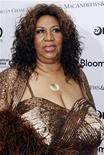 <p>Aretha Franklin comparece a um concerto beneficente no teatro Apollo em Nova York. A cantora espera ter uma recuperação rápida e completa depois de ter fraturado as costelas ao sofrer uma queda em sua casa no início desta semana. 14/06/2010 REUTERS/Natalie Behring/Arquivo</p>