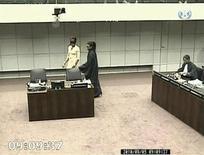 <p>Imagen de video del jucio de crímenes de guerra donde declaró la modelo británica Naomi Campbell, en la Corte Especial de las Naciones Unidas para Sierra Leona, en Leidschendam. Ago 5 2010. REUTERS/Special Court for Sierra Leone</p>