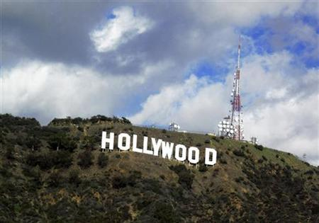 A view of the Hollywood sign in the Hollywood Hills in Hollywood, December 13, 2009. REUTERS/Fred Prouser