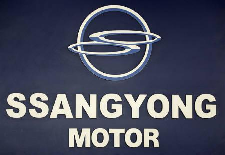 A logo of Ssangyong Motor is seen at its branch shop in Seoul August 10, 2010. REUTERS/Jo Yong-Hak