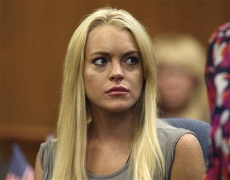 Actress Lindsay Lohan appears in court at the Beverly Hills Municipal Courthouse as she surrenders for a 90-day jail sentence for violating the terms of her probation on drunk driving charges by missing alcohol education classes in Beverly Hills, California July 20, 2010. REUTERS/Al Seib/Pool