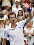 <p>O tenista britânico Andy Murray tentará neste domingo repetir seu título no Masters de Toronto em partida contra o suíço Roger Federer. REUTERS/Mike Cassese</p>