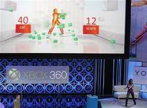 <p>Lors de la démonstration du Kinect de Microsoft. Le groupe américain a annoncé mardi que son système de jeu vidéo à capture de mouvements serait commercialisé à partir du 10 novembre en Europe et coûterait 149,99,euros. /Photo prise le 14 juin 2010/REUTERS/Mario Anzuoni</p>