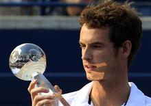 <p>Andy Murray of Britain holds the winners trophy after beating Roger Federer of Switzerland during their final match at the Rogers Cup tennis tournament in Toronto August 15, 2010. REUTERS/Mike Cassese</p>