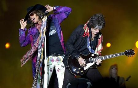 Singer Steven Tyler (L) and lead guitarist Joe Perry (R) of the U.S. rock band Aerosmith perform at the Sweden Rock Festival in Solvesborg June 10, 2010. REUTERS/Claudio Bresciani/SCANPIX