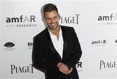 <p>Foto de archivo del cantante de música pop Ricky Martin durante la gala amfAR en Nueva York, jun 3 2010. Martin revelerá en sus memorias las luchas que enfrentó en su carrera musical durante su camino a la fama y al aceptar su sexualidad y paternidad. REUTERS/Lucas Jackson</p>