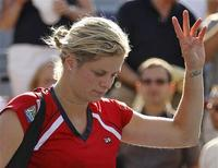 <p>Kim Clijsters of Belgium walks off the court after her quarter-final loss to Vera Zvonareva of Russia at the Rogers Cup tennis tournament in Montreal, August 20, 2010. REUTERS/Shaun Best</p>
