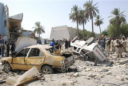 A view of the site of a bomb attack in Kut, southeast of Baghdad, August 25, 2010. REUTERS/Jaafer Abed