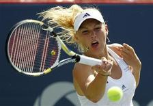 <p>Caroline Wozniacki of Denmark hits a return to Vera Zvonareva of Russia at the rain delayed final of the Rogers Cup tennis tournament in Montreal, August 23, 2010. REUTERS/Shaun Best</p>