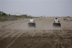<p>Jefferson Parish Sheriff deputies patrol a near-empty beach in Grand Isle, Louisiana July 23, 2010, ahead of Tropical Storm Bonnie. REUTERS/Lee Celano</p>