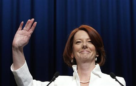 Australian Prime Minister Julia Gillard waves to supporters at the Labor Party election headquarters in Melbourne August 21, 2010. REUTERS/Mick Tsikas