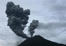<p>Mount Sinabung volcano spews smoke in Suka Nalu village in the district of Tanah Karo, in Indonesia's North Sumatra province August 30, 2010. REUTERS/Tarmizy Harva</p>