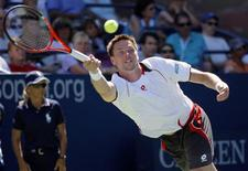 <p>Robin Soderling of Sweden reaches for a return to Andreas Haider-Mauer of Austria during the U.S. Open in New York August 30, 2010. REUTERS/Eduardo Munoz</p>