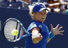 <p>Kim Clijsters of Belgium hits a return to Greta Arn of Hungary during the U.S. Open tennis tournament in New York, August 30, 2010. REUTERS/Kevin Lamarque</p>