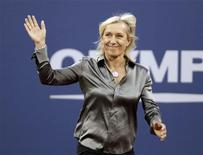 <p>Former tennis star Martina Navratilova waves to the crowd as she is honored during the opening ceremony of the U.S. Open tennis tournament in New York August 30, 2010. REUTERS/Lucas Jackson</p>