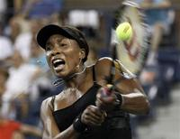 <p>Venus Williams returns a backhand shot to Roberta Vinci of Italy during their opening night match at the U.S. Open tennis tournament in New York, August 30, 2010. REUTERS/Lucas Jackson</p>