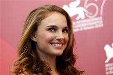 """<p>Natalie Portman divulga seu filme """"Black Swan"""" no festival de Veneza. 01/09/2010 REUTERS/Tony Gentile</p>"""